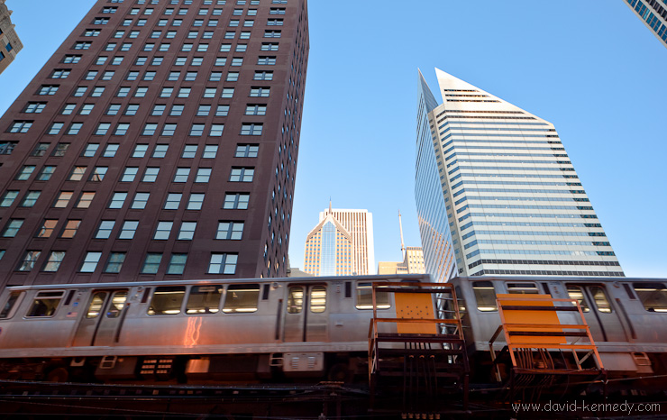 Elevated train on Wabash Ave and Smurfit-Stone Building